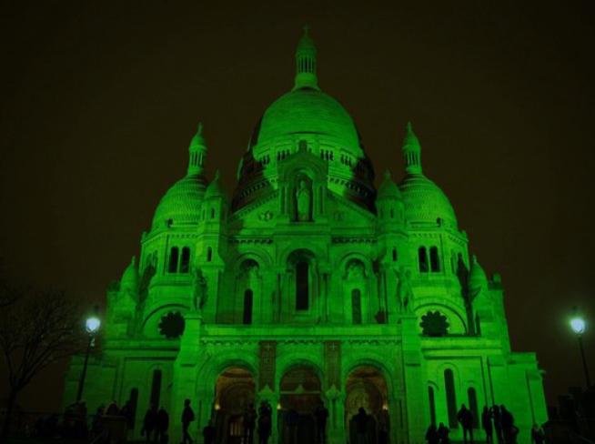 Sacré Coeur de Paris la nuit de la Saint Patrick