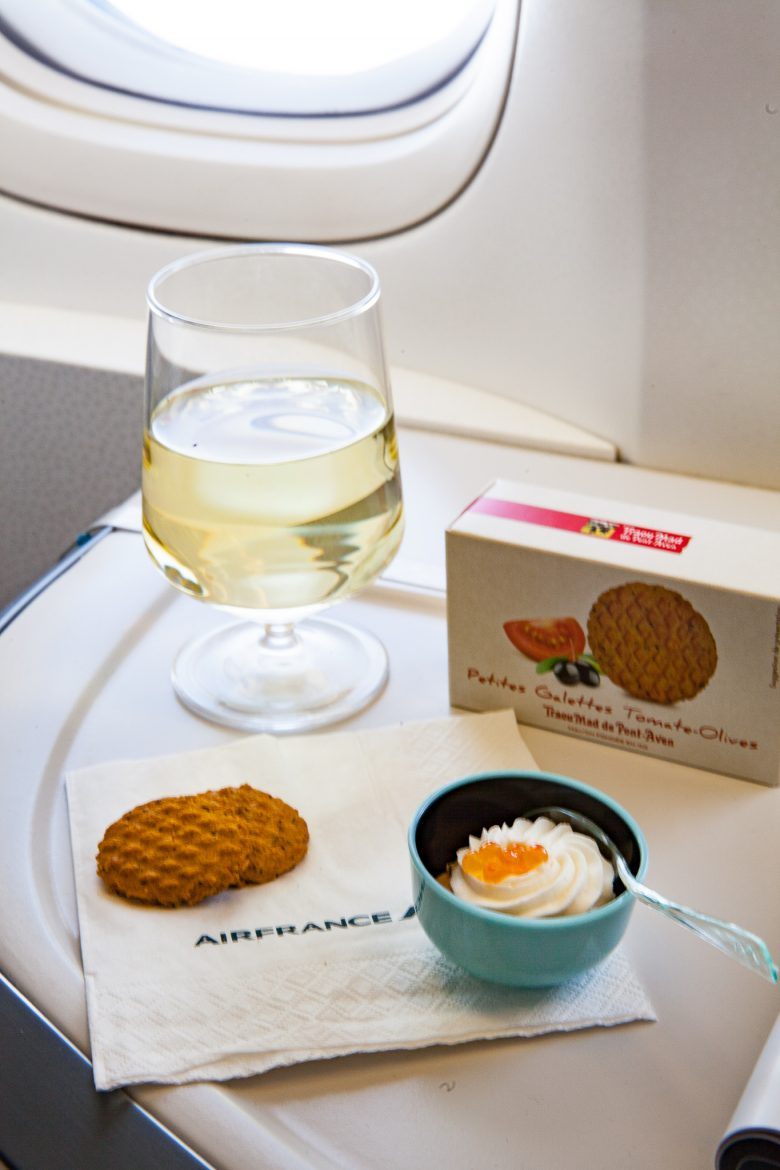 champagne, biscuits Trau Mad et amuse bouche fraîche lors de l'apéritif en cabine Best Business Air France