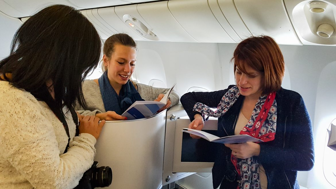 3 blogueuses choisissent leur menu à la carte de la cabine Best Business Air France