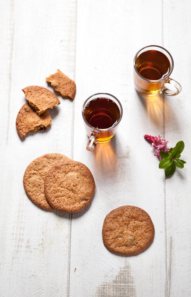 cookies et tasses à thé en verre