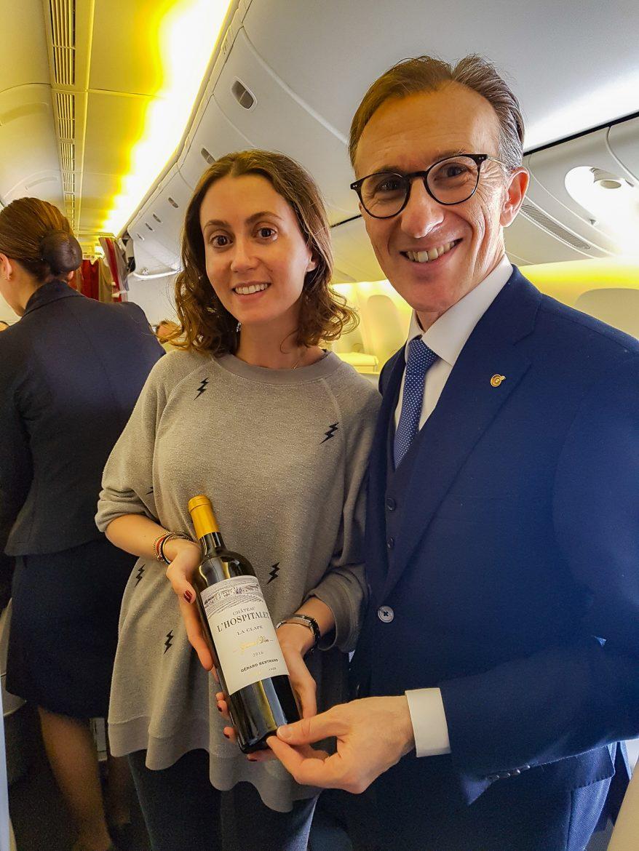 Une passagère gagnante du concours Air Franc et Gout de France sur le vol partenariat organisé le 21 mars 2018, en compagnie de Paolo Basso