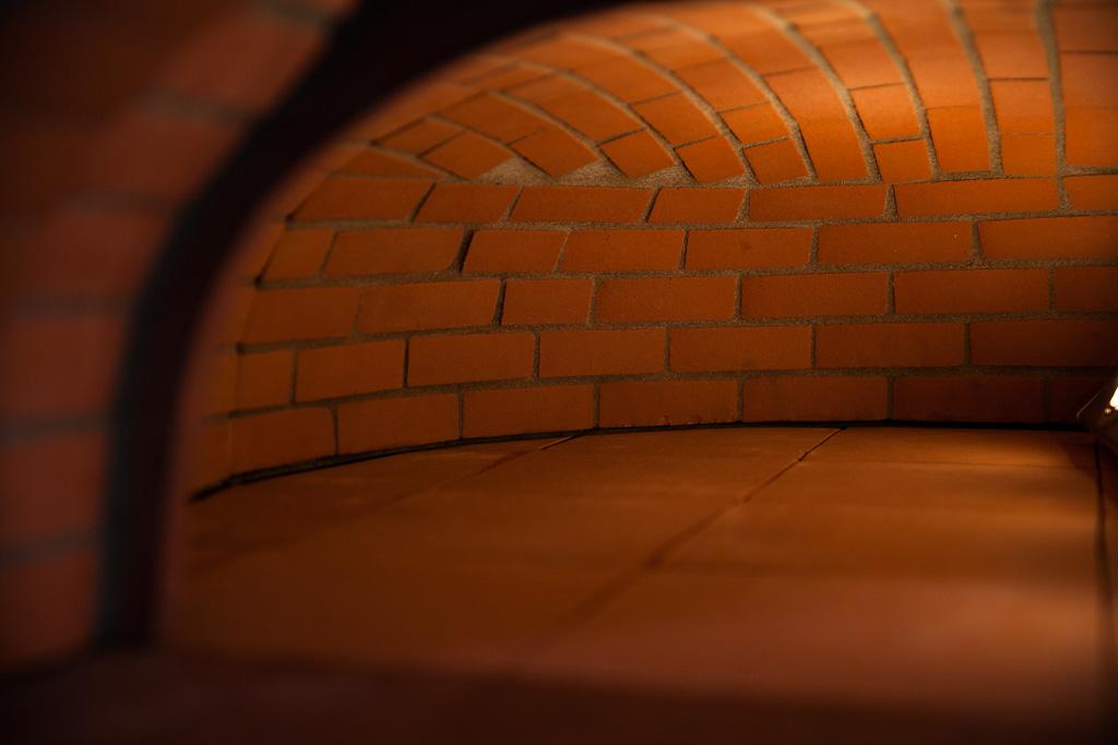 l'intérieur d'un four à bois Grand-Mère