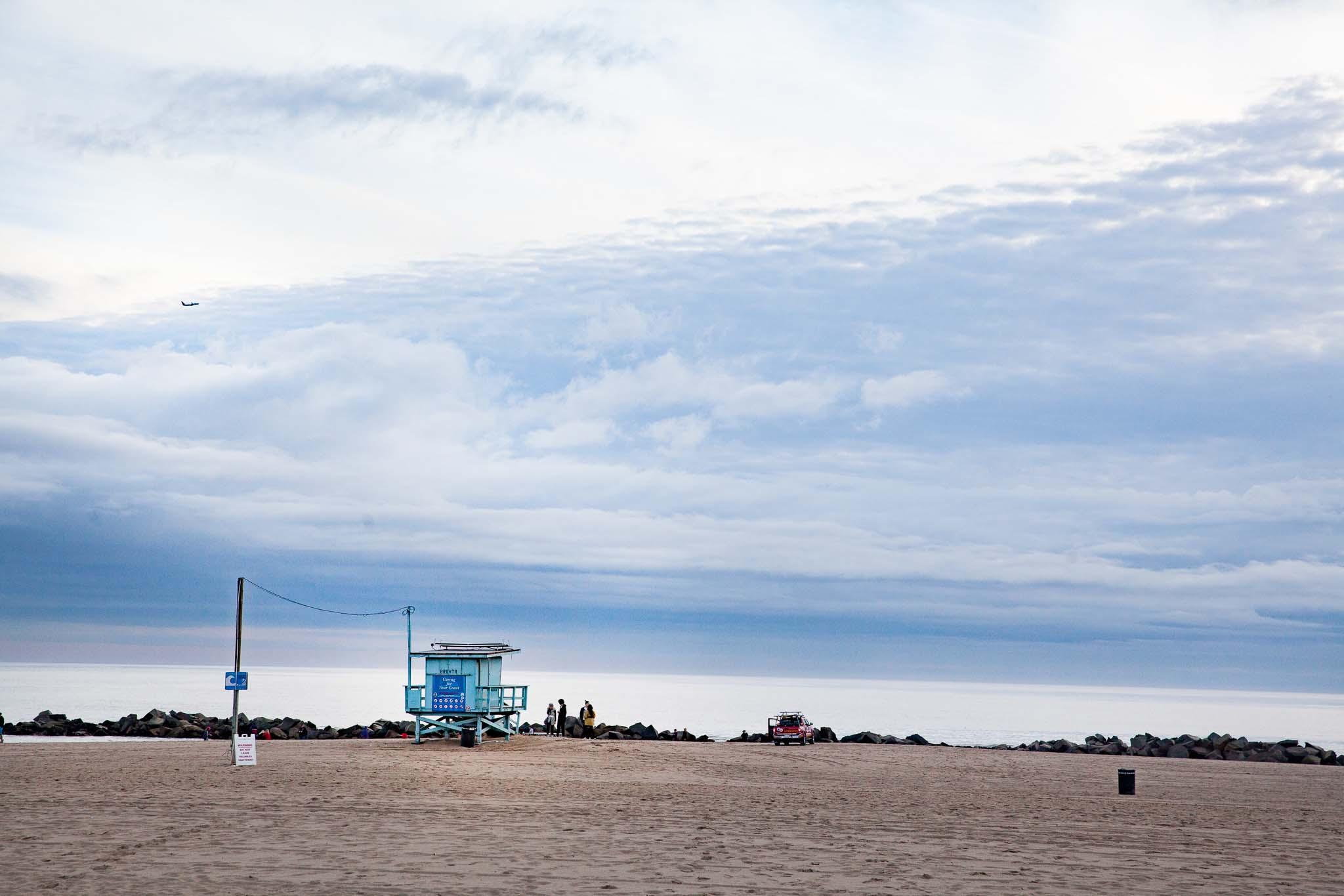Une cabane de lifeguards sur la plage de Venice à Los Angeles autrement