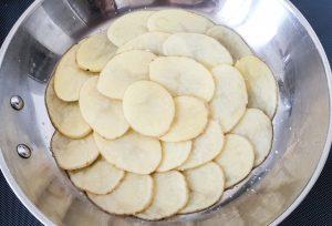 rosace de pommes terre dans un poêle