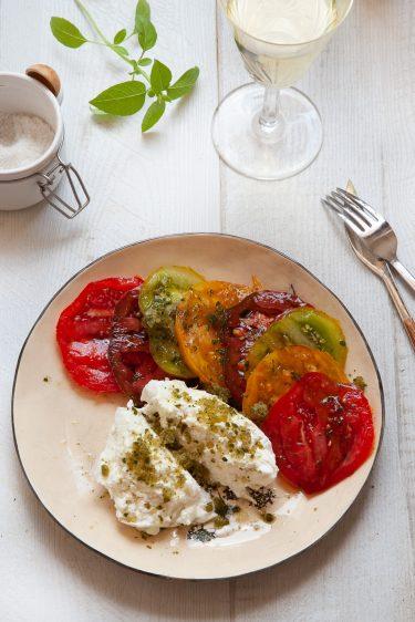 Recette de granité de basilic pour une salade de tomates burrata