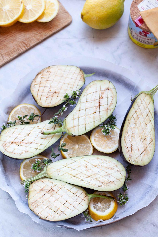 aubergines crues assaisonnées de sel de citron