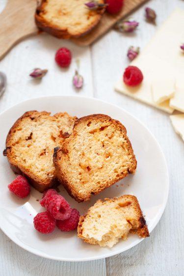 La recette de brioche au chocolat blanc à la rose