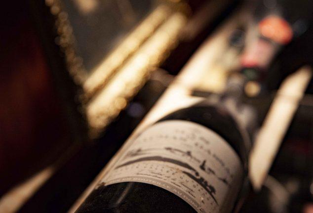 bouteille allongée en cave