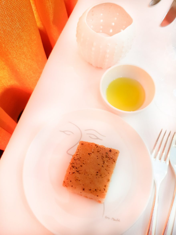 La fougace et huile d'olive de l'accueil au restaurant Mavrommatis