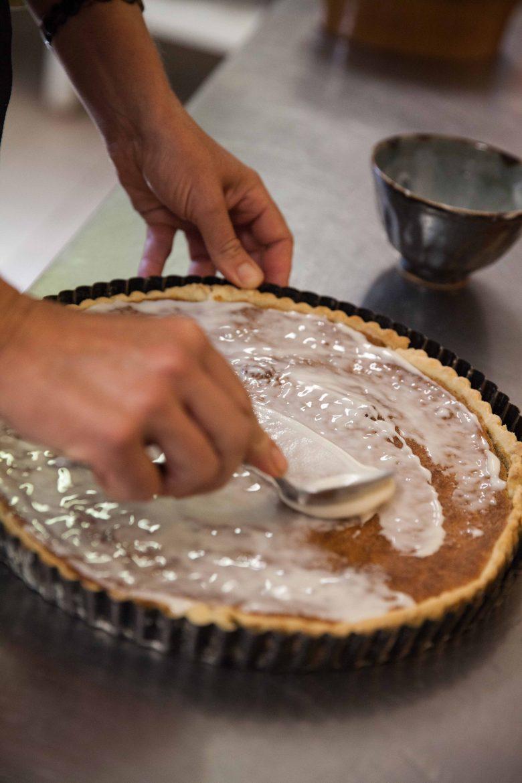 glaçage de la tarte aux noix