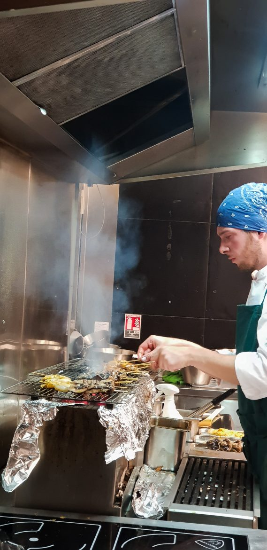 grill tepanyaki à Uma Nota, restaurant nippo-brésilien