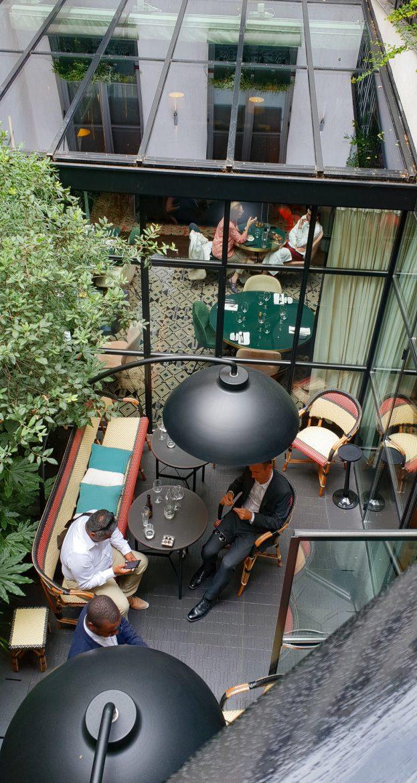 Vue du haut de la terrasse de l'hôtel Le Roch