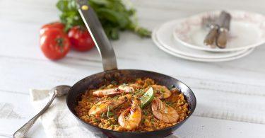 Paella aux tomates et aux crevettes