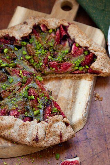 La recette de la tarte rustique aux figues et à la pistache