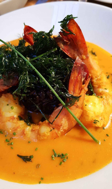 Un plat du restaurant Niébé, Paris 6, Crevettes sautées sauce manioc