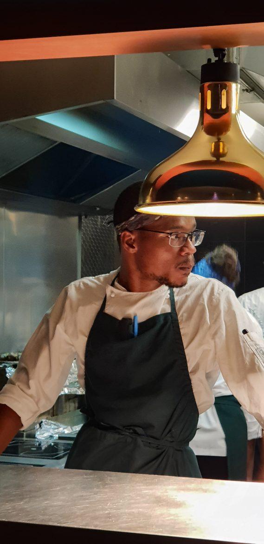Le chef de Uma Nota, restaurant nippo-brésilien