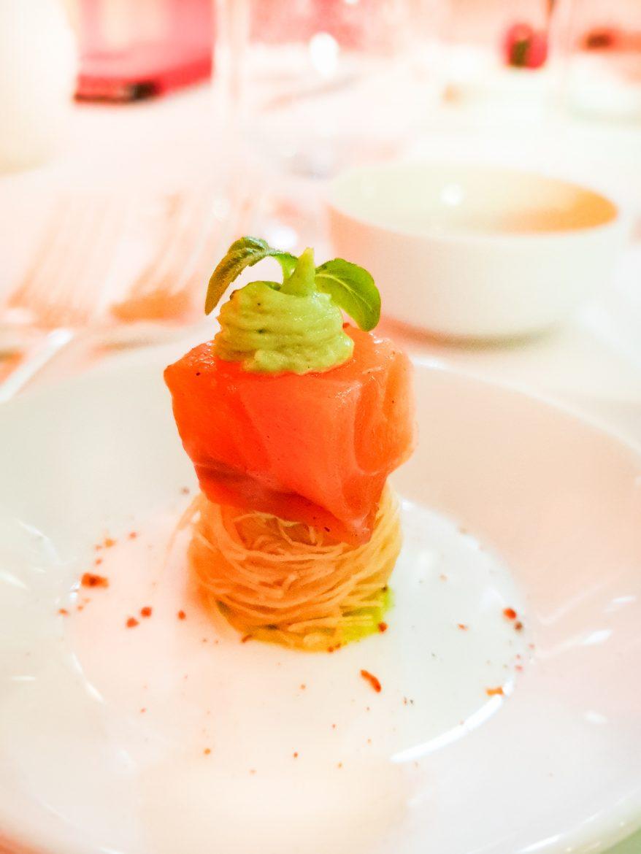 Tarama et saumon sur kadhaïf croustillant, un amuse-bouche du restaurant Mavrommatis