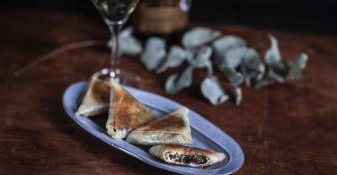 La recette des Böreks spanakopita ou bricks aux épinards et à la feta, appelés aussi briouates