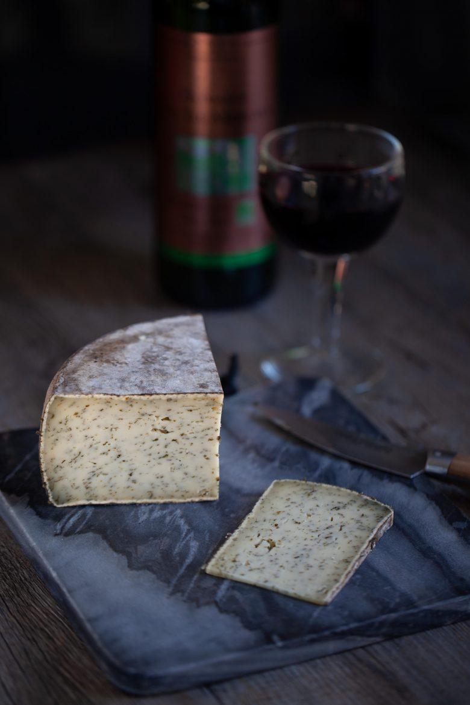 tomme à l'ail des ours de la fromagerie Pochat & fils