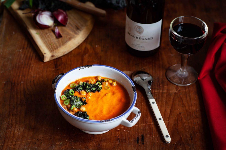 potage de tomates, soupe traditionnelle de tomates en conserves