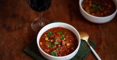 La recette traditionnelle de la harira ou soupe marocaine à l'agneau