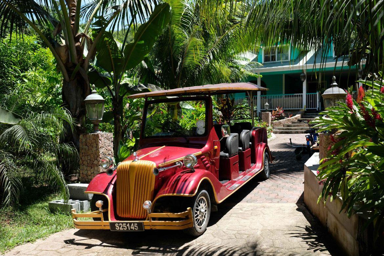 Entrée d'une pension aux Seychelles à La Digue