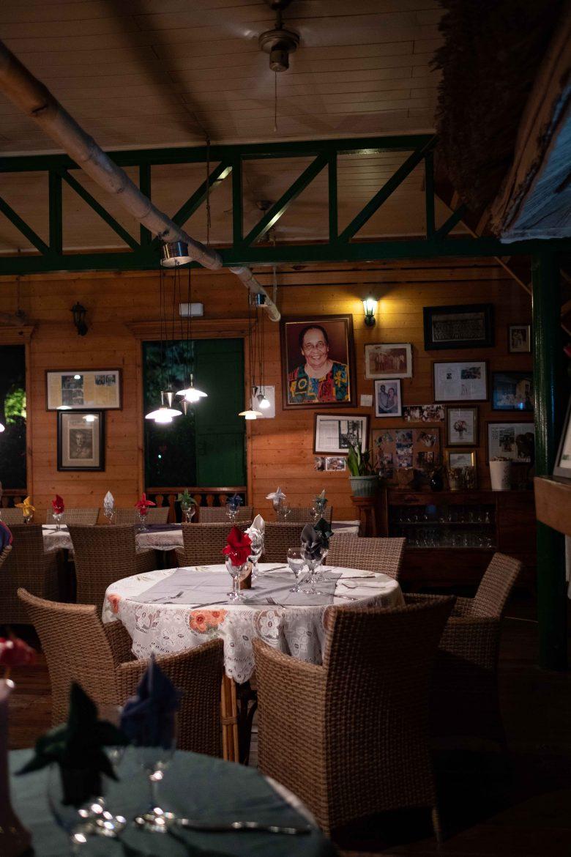 Restaurant Marie-Antoinette à Victoria, Mahé, seychelles, l'intérieur à la décoration d'époque