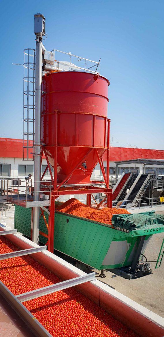 La peau des tomates pelées ou dont a été extraite la pulpe à l'usine Mutti