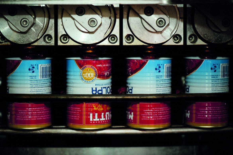 Remplissage de boîtes de Polpa à l'usine Mutti