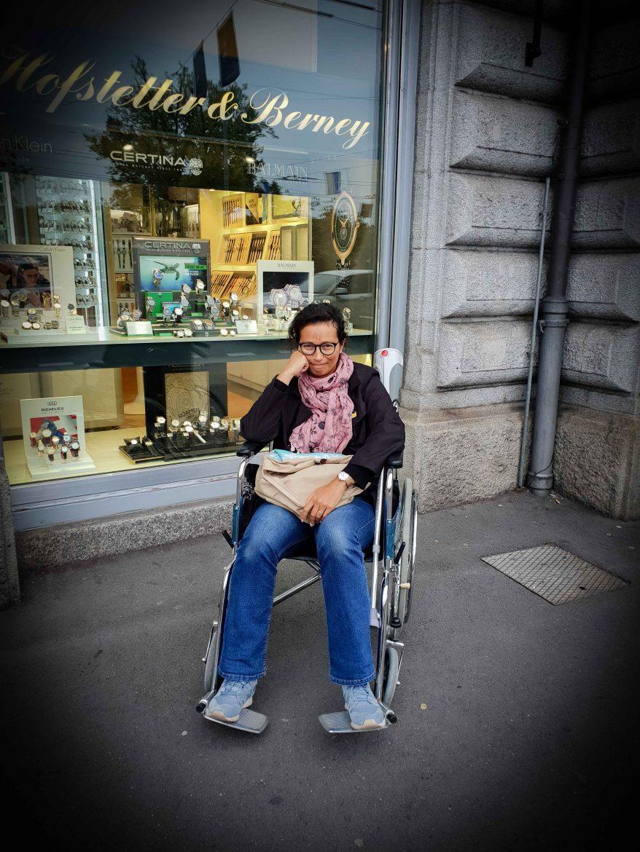 Annie Charles-Breton en chaise roulante