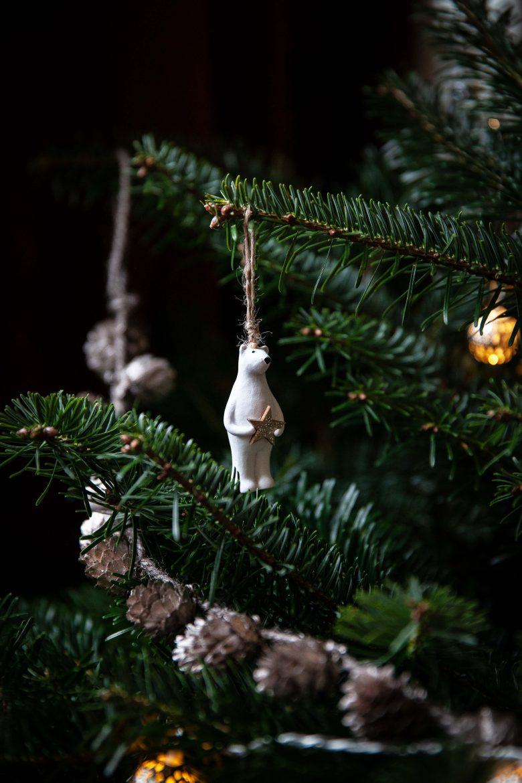 Ours en faïence blanche pour décorer le sapin (Monoprix)