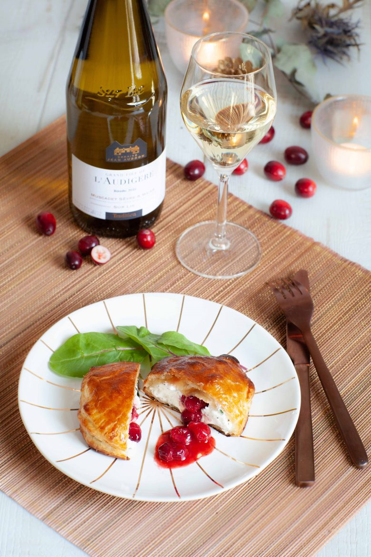 Recette de feuilleté de chèvre frais aux cranberries et vin blanc Muscadet Sèvre et Maine