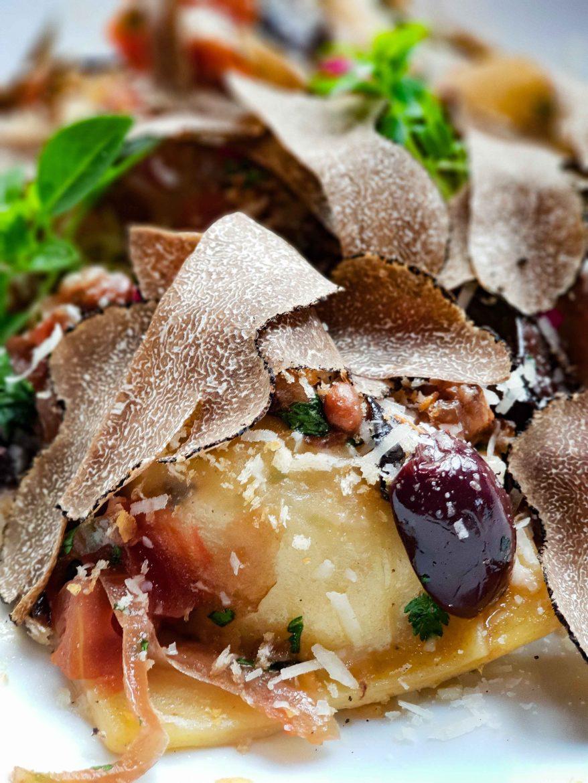 Ravioli quadrucci aux truffes d'été au restaurant IDA par Denny Imbroisi