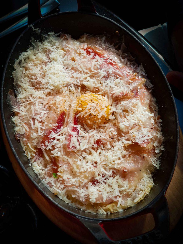 Le plat signature de Denny Imbroisi au restaurant IDA, les spaghetti alla carbonara