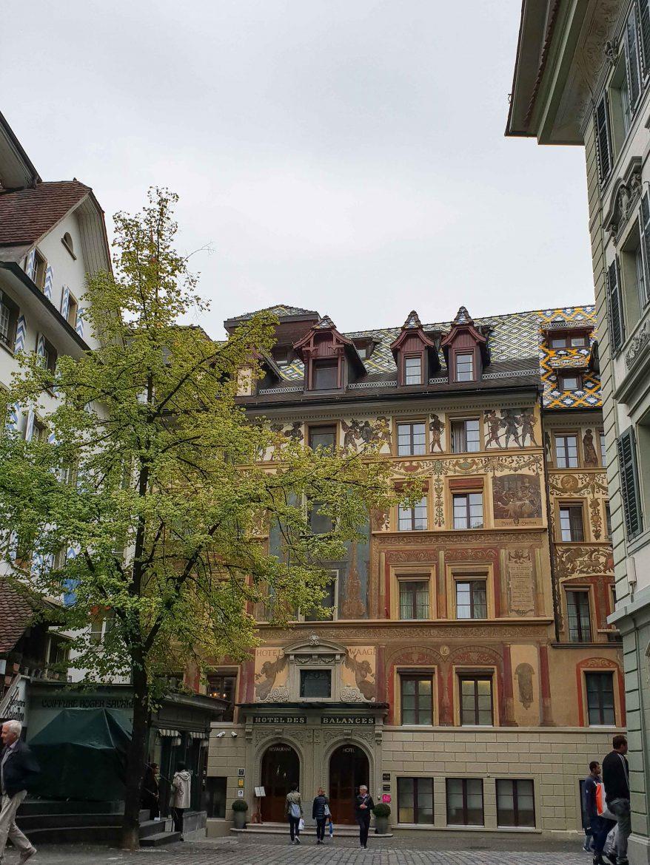 Façade de l'hôtel des Balances à Lucerne