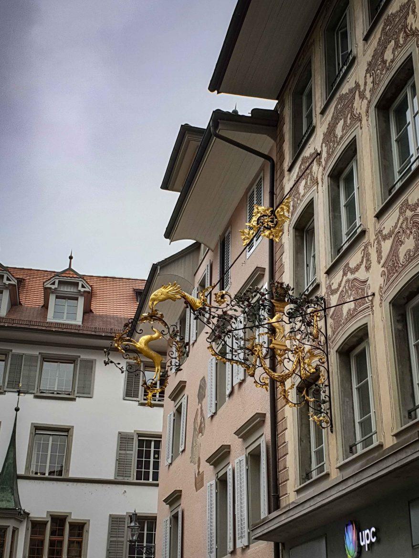 Les enseignes baroques des façades de la ville de Lucerne