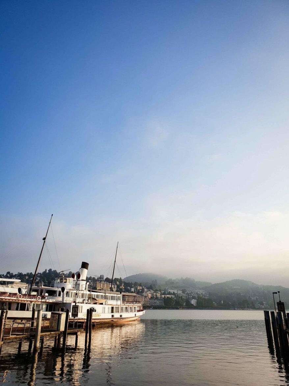 Le lac des Quatre Cantons au lever de soleil