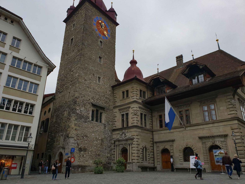 La tour aux grains Kornschutte et la mairie Rathaus de Lucerne