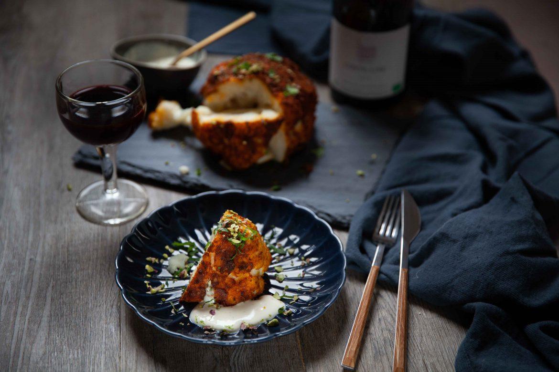 Chou-fleur rôti aux épices douces, vin rouge