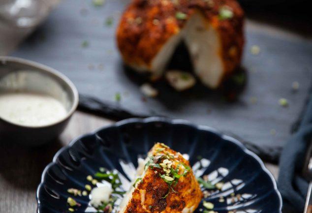 Recette de chou-fleur rôti entier aux épices douces indiennes