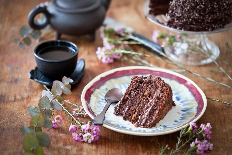 Layer cake au chocolat, confiture de clémentines et grué de cacao.