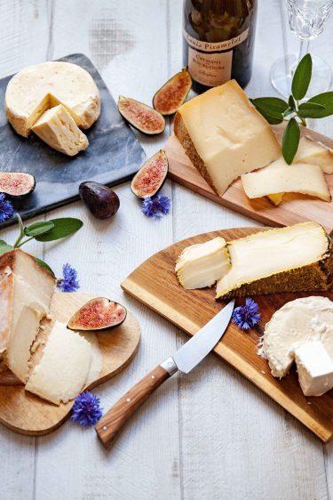 Plateaux de fromages italiens et crémant de Bourgogne