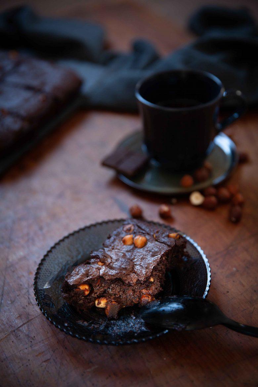 Ma recette de gâteau fondant moelleux au chocolat sans farine avec des noisettes