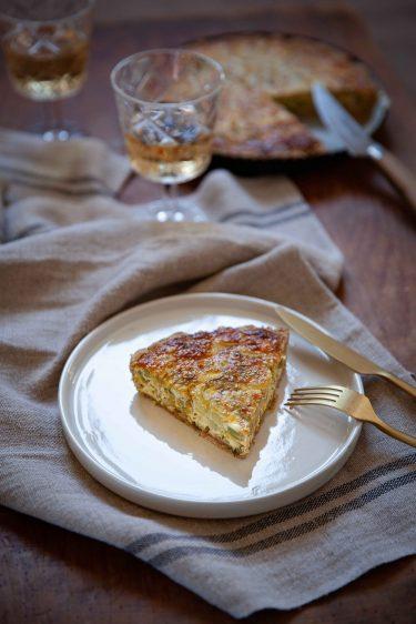 La recette facile de la tarte au célrie branche et au fromage de chèvre, entre cheesecake et tarte salée