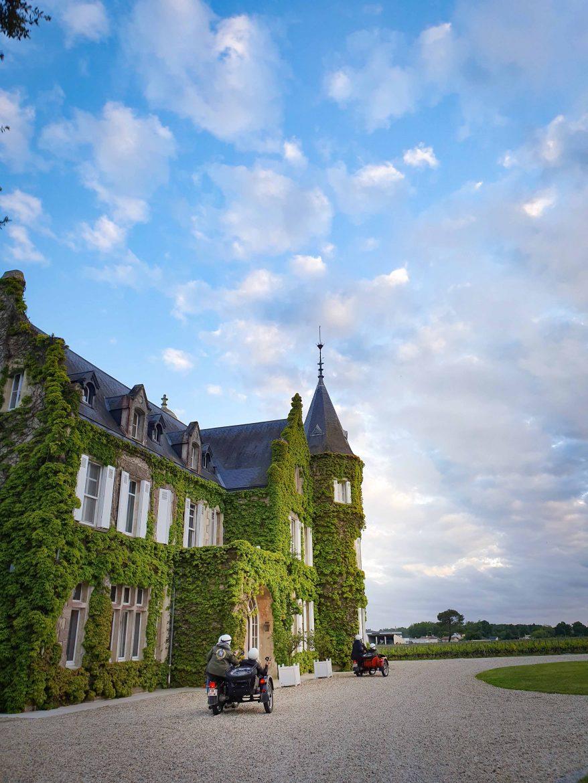Side car arrivant au Château Lascaombes