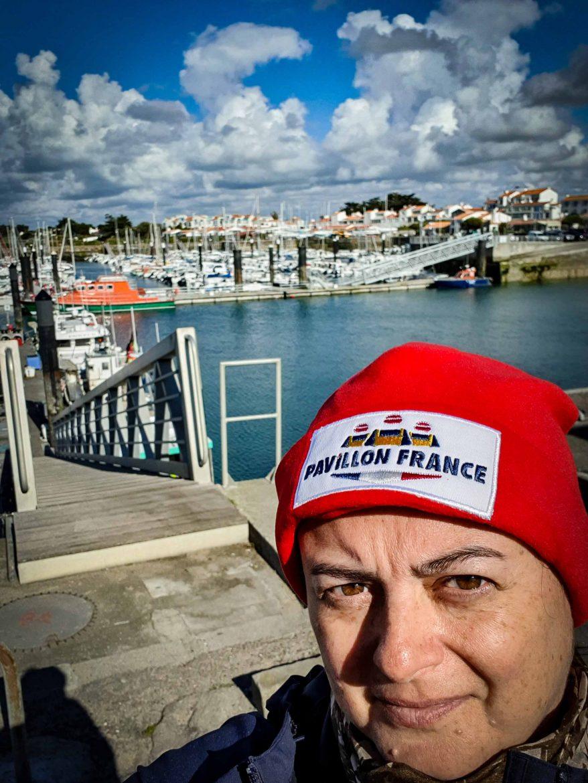 Anne Reverdy avec un bonnet Pavillon France