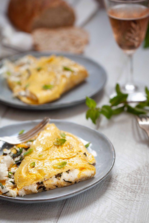 la recette traditionnelle corse de l'omelette au brocciu et à la menthe
