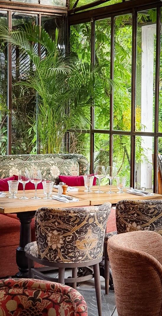 La terrasse couverte du restaurant L'Île à Issy les Moulineaux