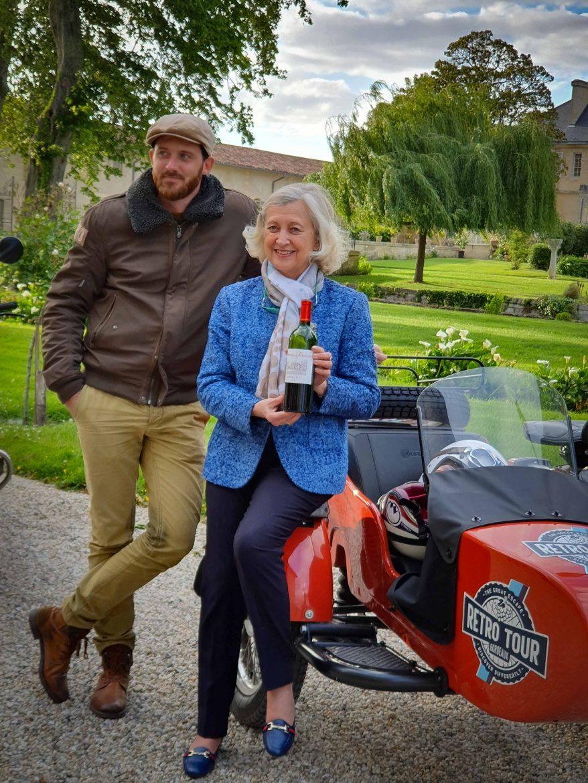 Mme Sophie Schÿler propriétaire de Château Kirwan et Alexandre du Retro Tour Side Car