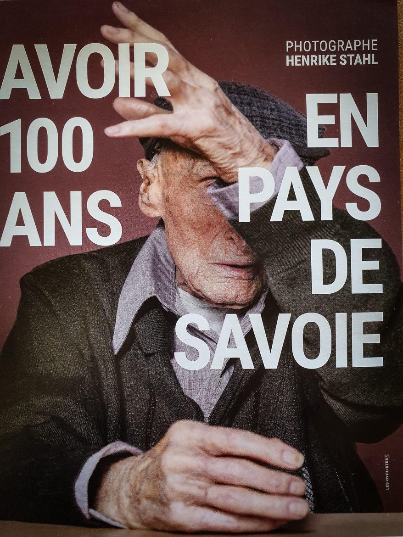 Affiche de l'exposition Pochat & Fils Avoir 100 ans en Pays de Savoie photo Henrike Stahl